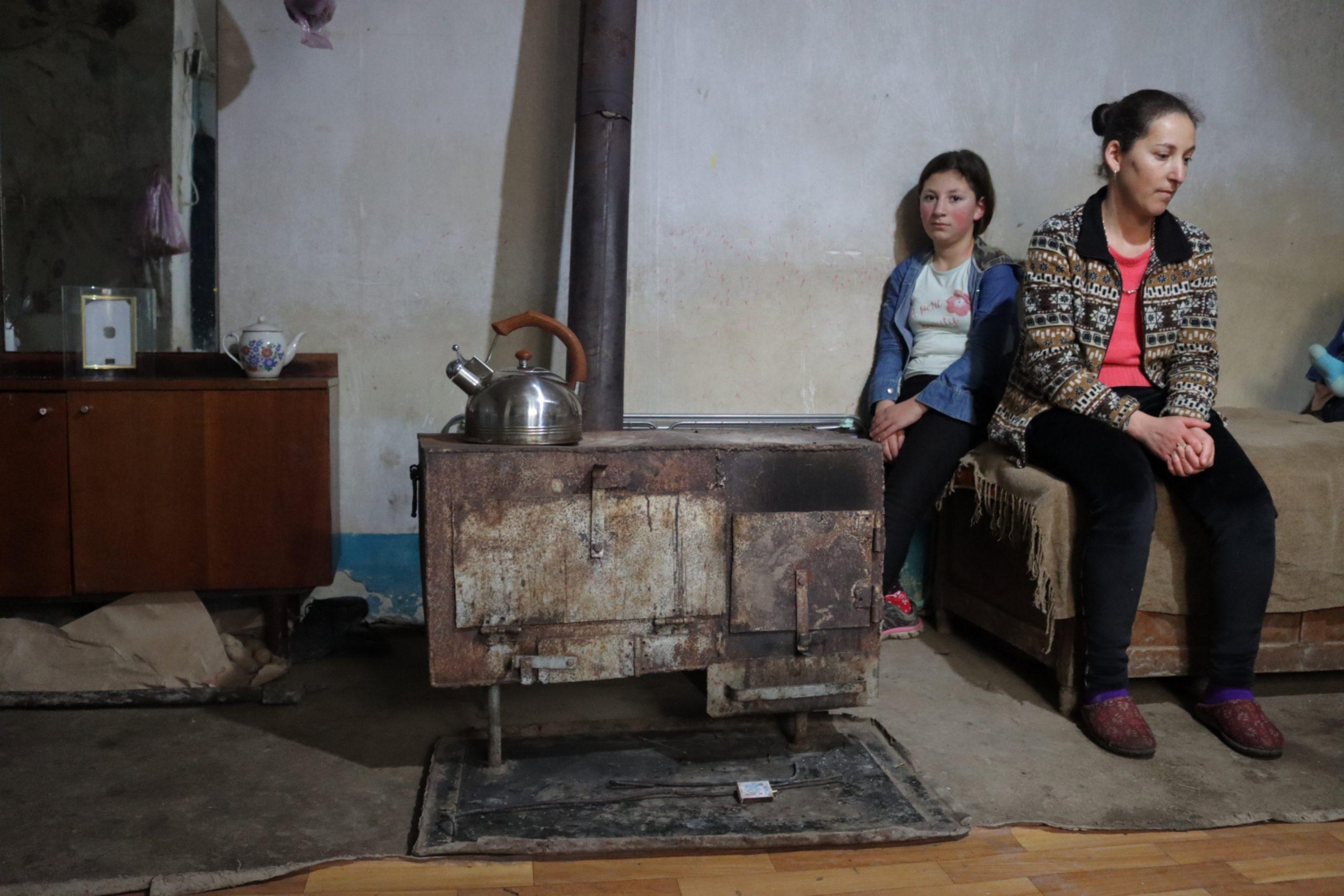 7 yaşlı Alyona və 3 yaşlı Viktoriya